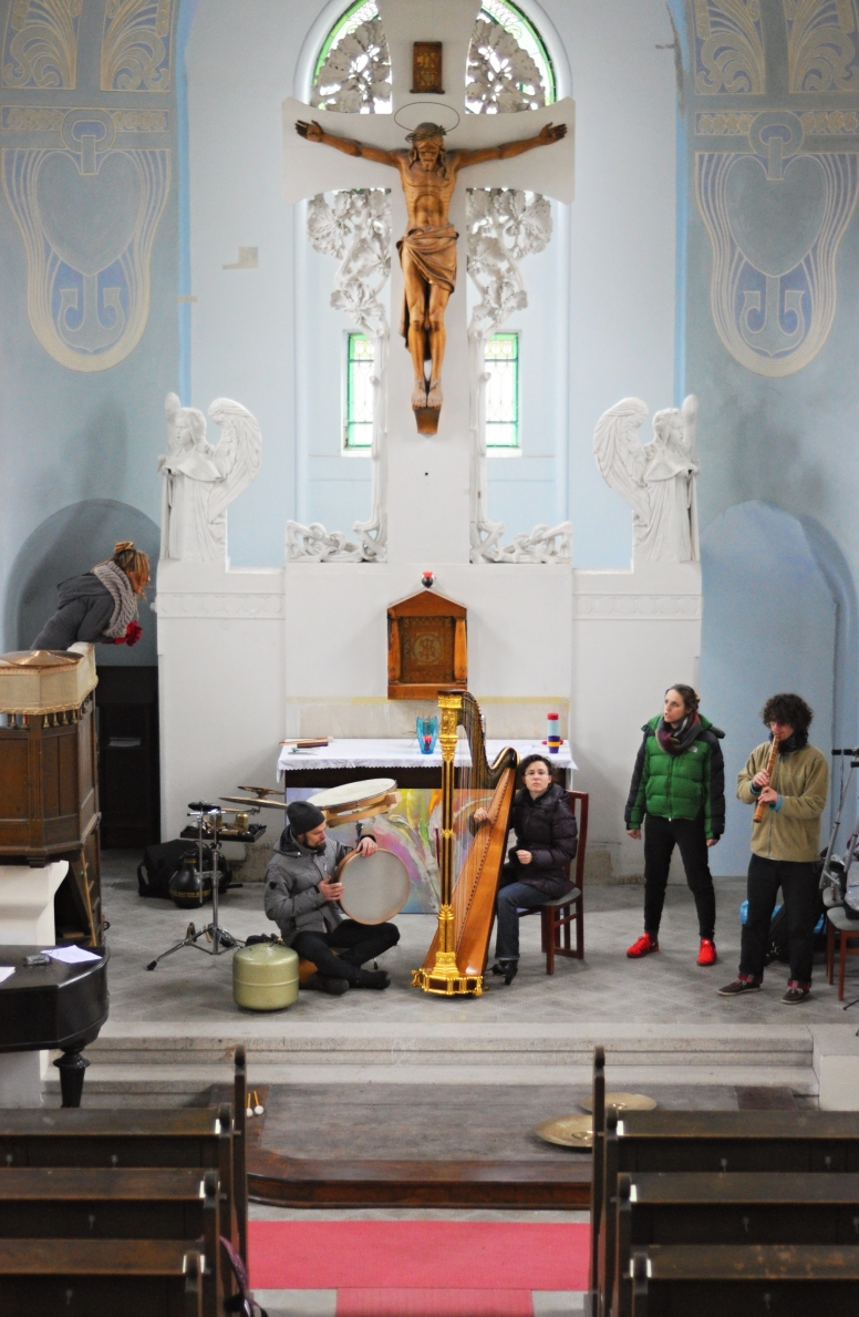 Rehearsals in down jackets - Church of the Holy Cross, Jablonec n. N., 14.12.2014